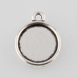Kaboson medál alap. 12mm lencséhez. Antik ezüst szín. Két oldalas.