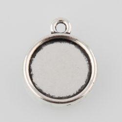 Kaboson medál alap. 12mm lencséhez. Antik ezüst szín. Kétoldalas.