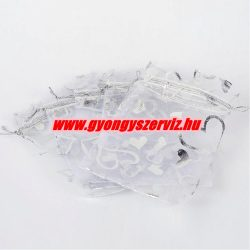 Organza tasak 12x10cm. Fehér színű, szívecskés.