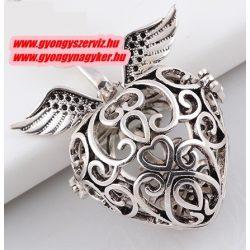 Angyalhívó medál. Szív, szárnyakkal.  Antik ezüst szín.