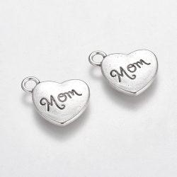 Szív alakú fém medál. Mom. Antik ezüst szín.